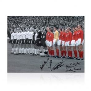 England World Cup Photo Signed By Five Of The Winners. In Gift Box