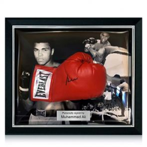 Muhammad Ali Signed Boxing Glove (PSA DNA 3A96851