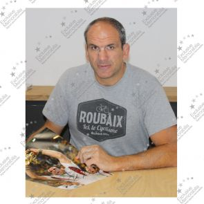 Martin Johnson Signed England Rugby Photo: World Cup Winner. In Deluxe Black Frame With Silver Inlay