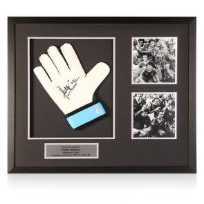 Peter Shilton Signed Glove Nottingham Forest Presentation. Framed