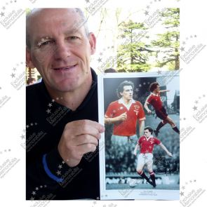 Steve Coppell Signed Manchester United Photo. Deluxe Frame