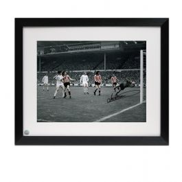 Framed Jim Montgomery Signed Photo: FA Cup Final Wonder Save
