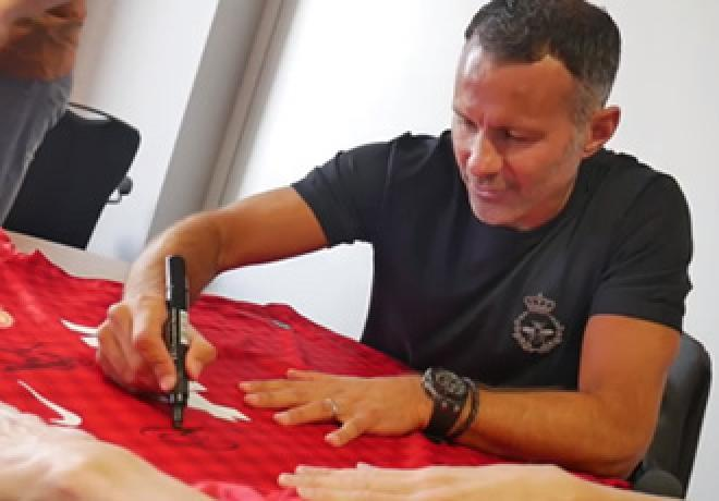Ryan Giggs Signing Session